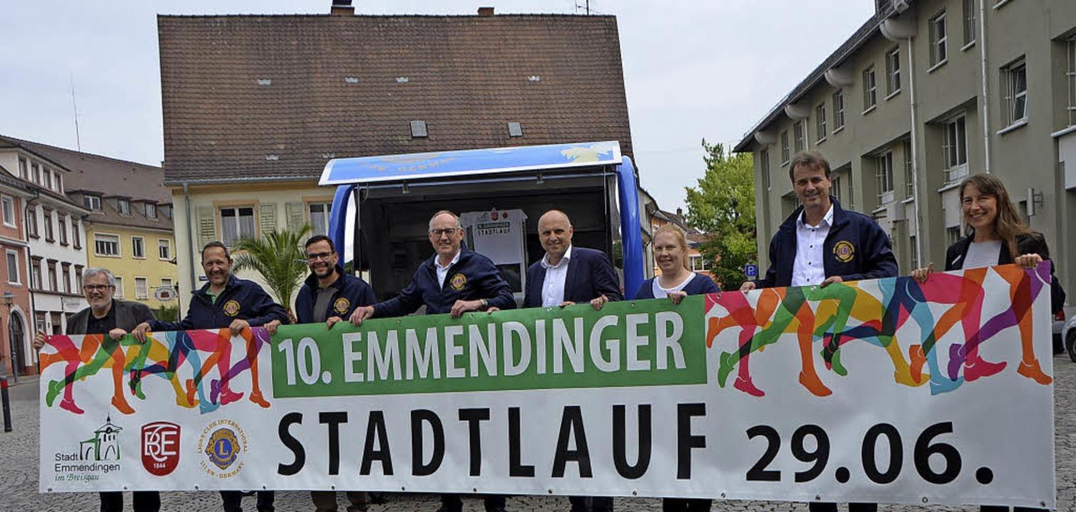 Werben für den Stadtlauf: Mitglieder d...Turnerbunds und der Stadtverwaltung.    | Foto: Gerhard Walser