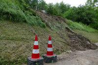 Hangrutsch versperrt Straße zwischen Gottenheim und Waltershofen