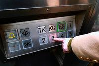Handgeschriebener Zettel rettet 15-Jährige nach 5 Stunden aus Aufzug