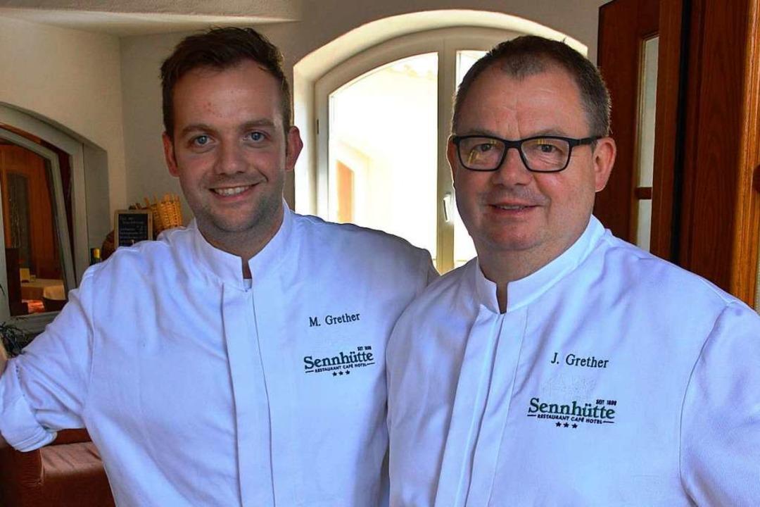 Maximilian (links) und Jürgen Grether ...ke der Sennhütte in Tegernau-Schwand.   | Foto: Edgar Steinfelder