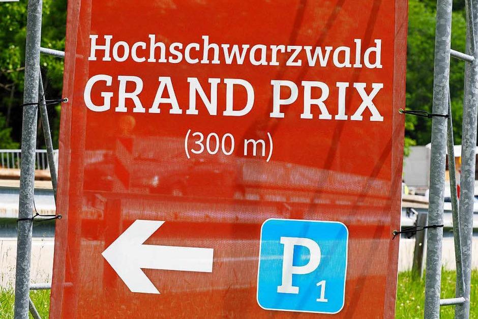 Leise Motoren, quietschende Reifen: Beim Hochschwarzwald Grand Prix am Schluchseering sind E-Karts gegeneinander angetreten – unter den Fahrern waren auch einige Promis. (Foto: Susanne Gilg)