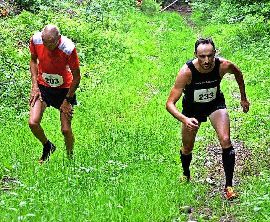 Wenn das Gelände zu steil  ist, werden... Florian Gall, rechts Sieger Ben Doser  | Foto: Murst