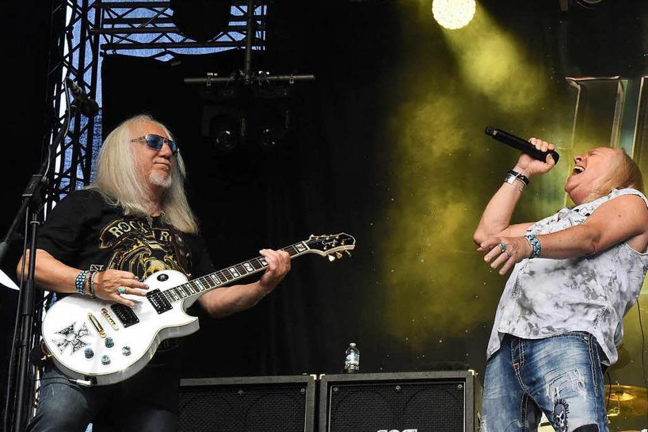Die Oldies unter sich: Das einzig verbliebene Gründungsmitglied von Uriah Heep Mick Box (links) und Sänger Bernie Shaw, seit 1986 dabei (Foto: Markus Zimmermann)