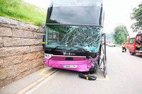 Auto und Reisebus mit Schulkindern krachen im Schwarzwald ineinander – mehrere Verletzte