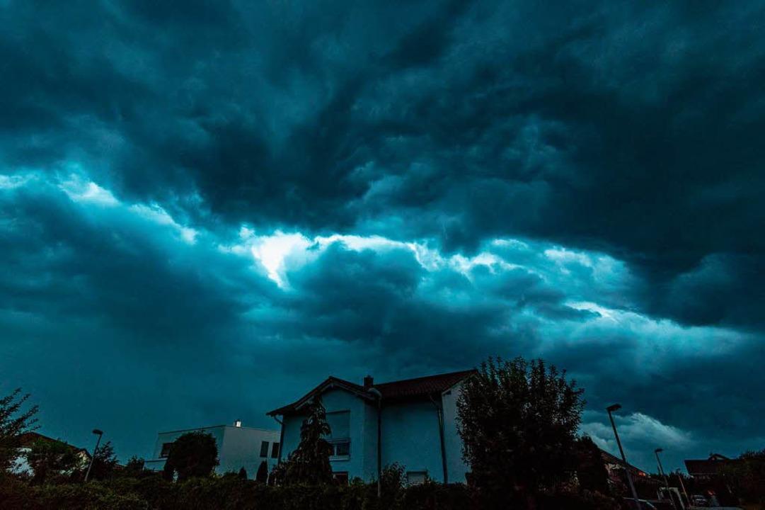 Erneut sind Unwetter sind über Baden-Württemberg gezogen. (Symbolbild)  | Foto: dpa