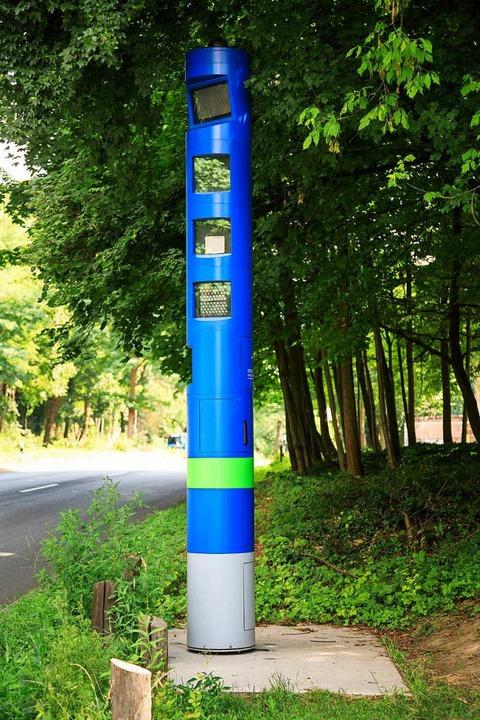 Die Säule soll kontrollieren, ob Lkw-Fahrer die Maut bezahlt haben.   | Foto: Toll Collect GmbH