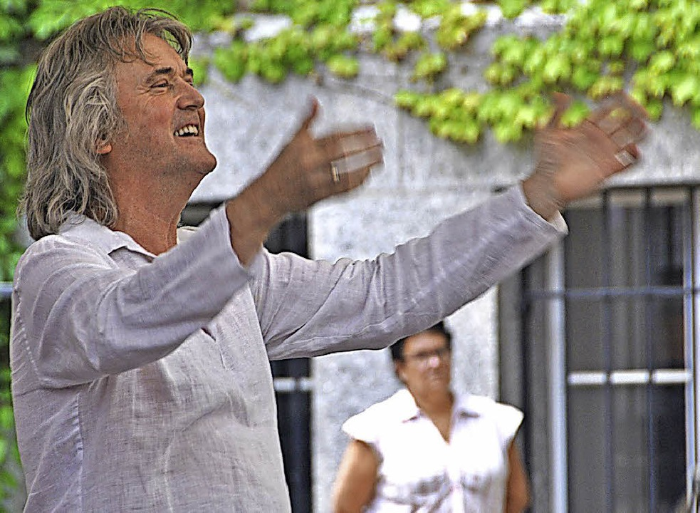 Dirigierender Komponist und Arrangeur: Johan de Meij in Basel   | Foto: Gramespacher