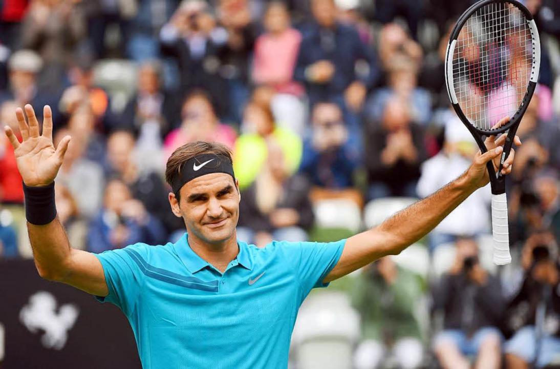 Am Ende des Matches zufrieden mit sich und der Welt: Roger Federer in Stuttgart   | Foto: dpa