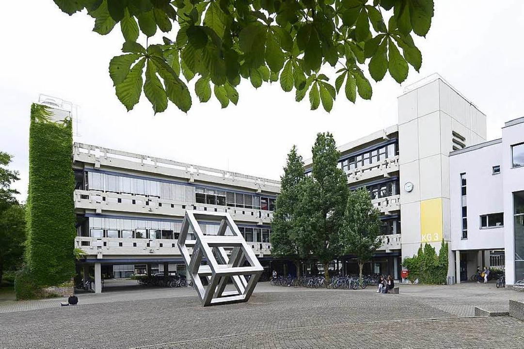 Die Kollegiengebäude (KG) 3 (im Bild) ...ann die Sanierung beginnt, ist unklar.  | Foto: Ingo Schneider