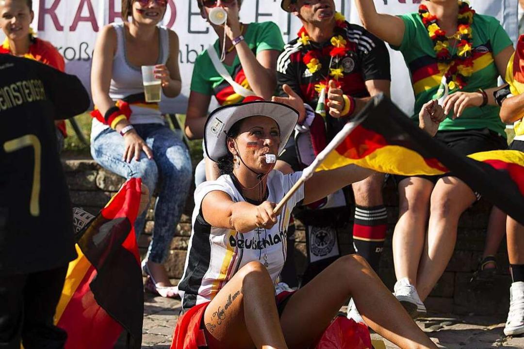 Public Viewing auf dem Emmendinger Schlossplatz bei der WM 2014  | Foto: Daniel Fleig
