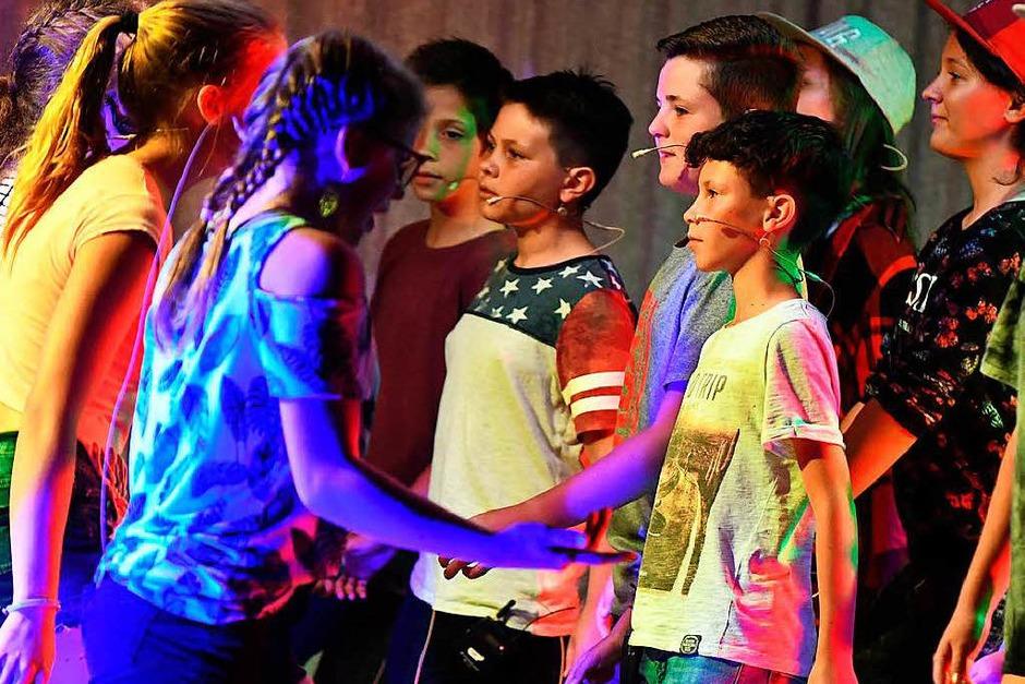Hip Hop Battle mit Rap und Tanz - Jungs gegen Mädels - Mädels gegen Jungs. (Foto: Wolfgang Scheu)