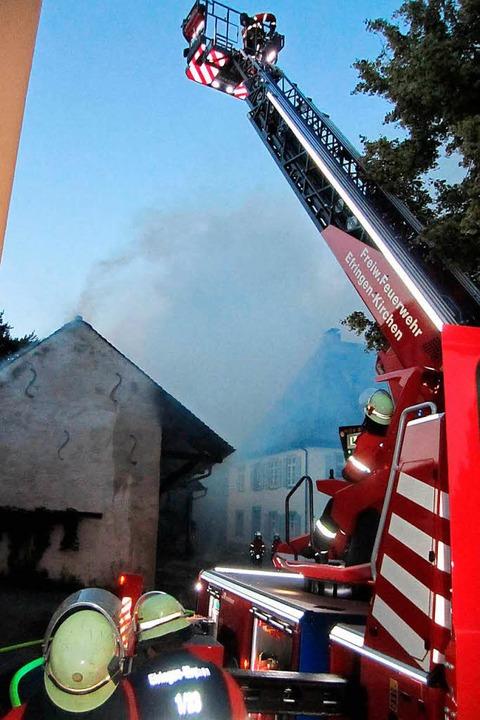 Die Dreihleiter erwies sich als besond...m Übergreifen der Flammen zu schützen.  | Foto: Ulrich Senf