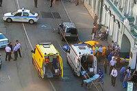 Taxifahrer fährt in Moskauer Innenstadt auf Bürgersteig auf und verletzt Passanten