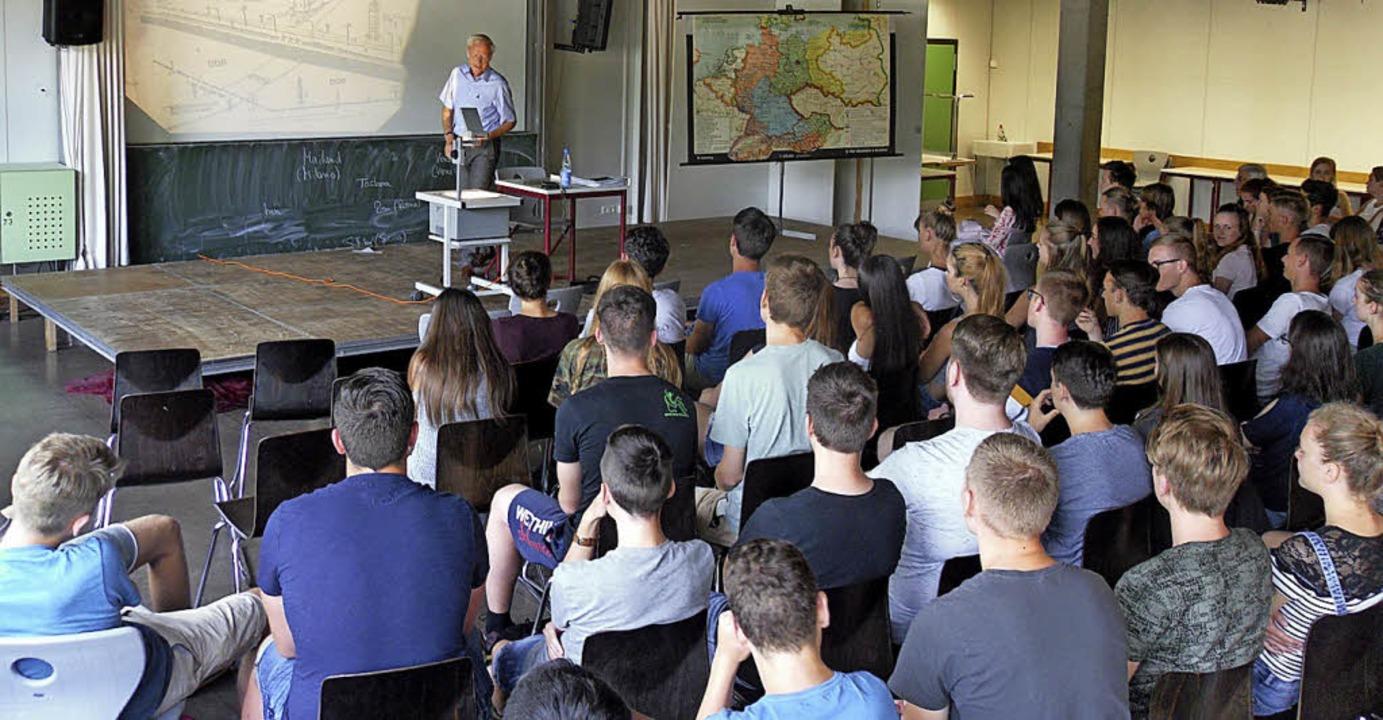 <BZ-FotoAnlauf>Faust-Gymnasium Staufen...uge aus seinen Erfahrungen in der DDR.  | Foto: Schule