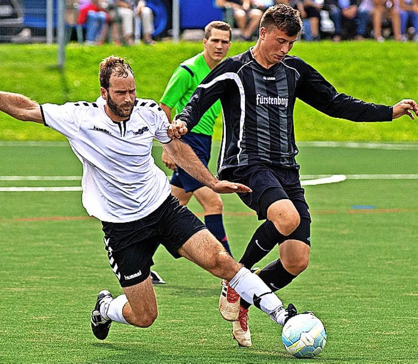 Die Saiger (in Weiß) kämpften, mussten...V Aasen aber mit 0:2 geschlagen geben.  | Foto: scheu
