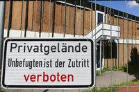 Landkreis baut Flüchtlingsheim ab - Helfer sehen Integration torpediert