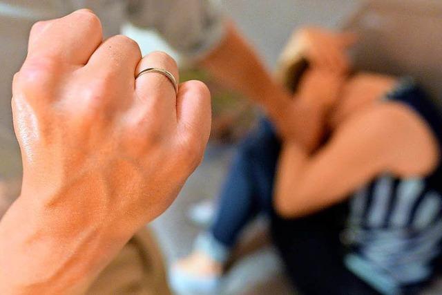 Mann aus Rheinfelden wird verurteilt, weil er seine Frau geschlagen hat
