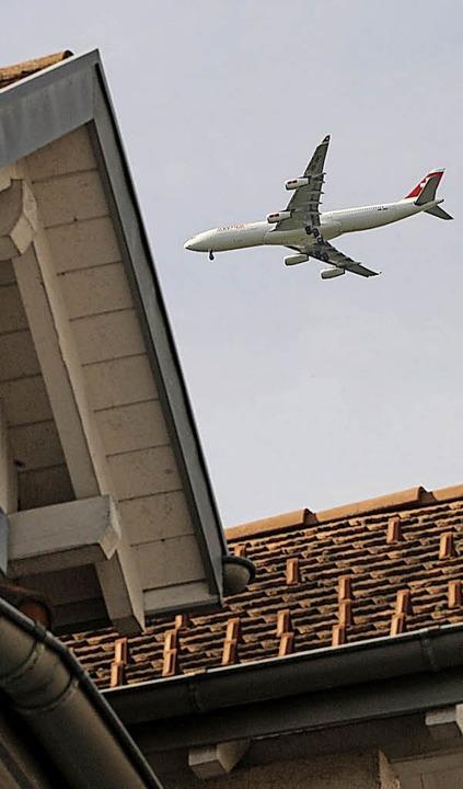 Schweizer Gemeinden wehren sich gegen Anflüge von Süden.   | Foto: dpa