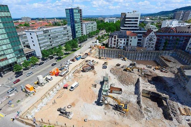 80 Meter hoher Kran wird bald über die Volksbankbaustelle schwenken