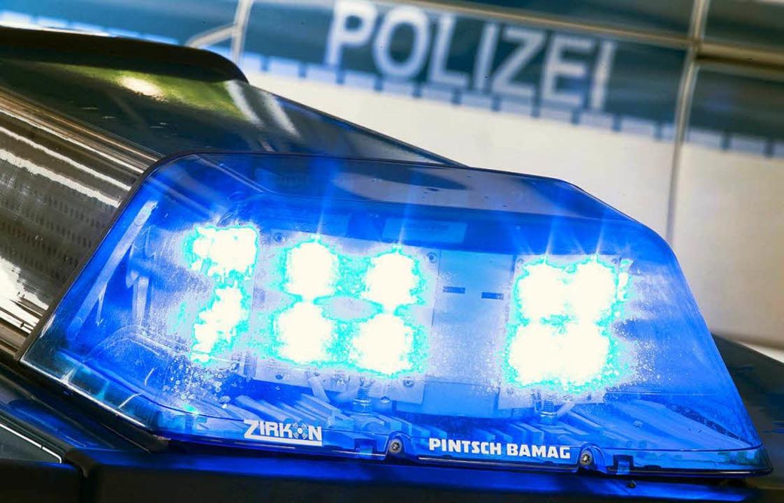 Die Polizei schreibt von rund 2500 Euro Schaden.  | Foto: dpa
