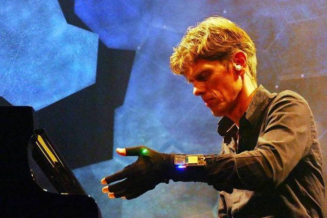 Der Freiburger Jazzpianist Ralf Schmid verwebt akustische und visuelle Welten