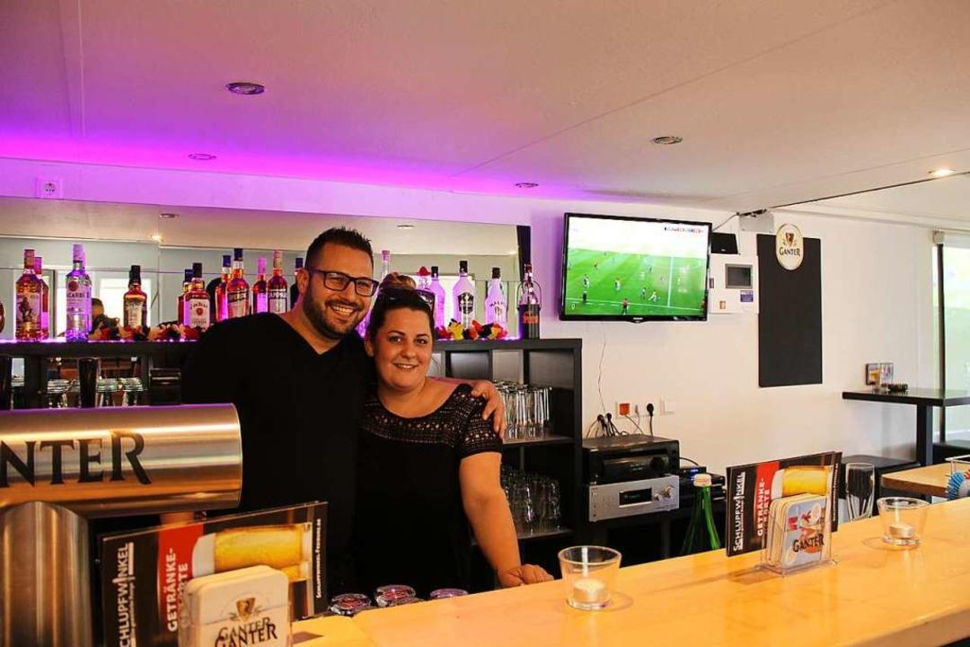 Betreiberin Julia Kissling wird von ihrem Lebensgefährten Marco unterstützt.  | Foto: Gina Kutkat
