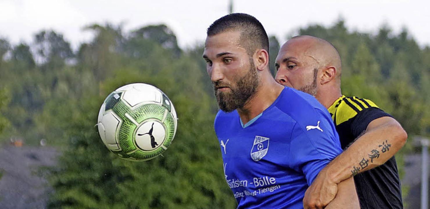 <BZ-FotoAnlauf>Fussball:</BZ-FotoAnlau...en Bezirksliga-Aufstieg fest im Blick.  | Foto: zok