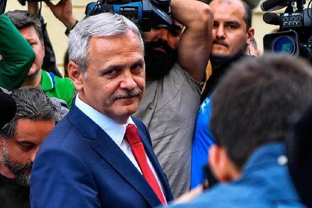 Rumänien: Chef der Regierungspartei verurteilt – Straßenproteste