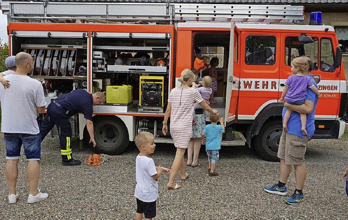 <BZ-FotoAnlauf>Kita Kiebitz Schlatt:</...auf> Zum Sommerfest kam die Feuerwehr.    Foto: Privat