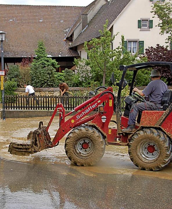 Nach Starkregen schieben sich Schlammmassen regelmäßig mitten durch das Dorf.   | Foto: Maier