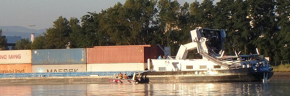 Containerschiff kollidiert mit der Weiler Palmrainbrücke