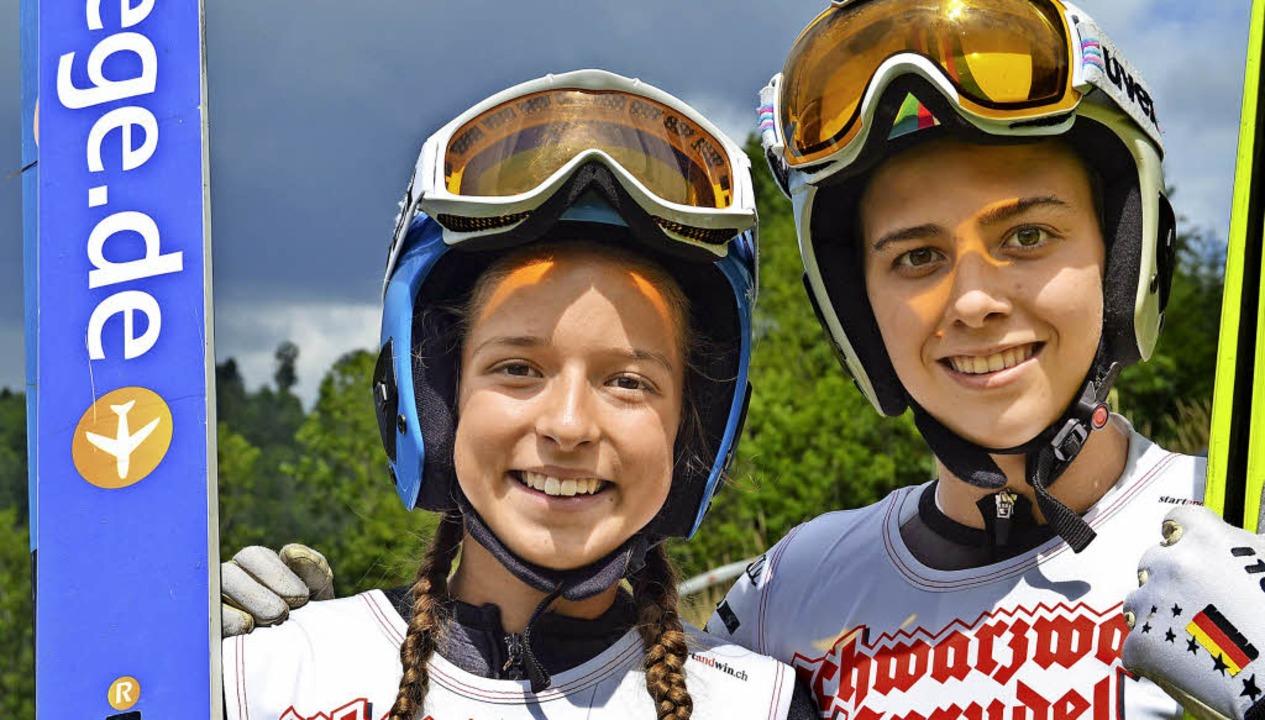 Nathalie Armbruster (links) sprang in ... aus Schonach landete auf Rang zwei.    | Foto: Junkel