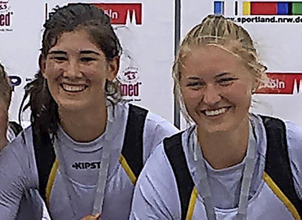 Läuft: Luisa Gathmann (links) und Malin Grether (U19)  | Foto: Privat