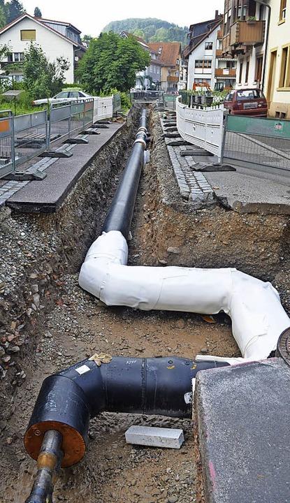 Rohrverlegung  für Nahwärme am Schießgraben im Juni.  | Foto: bayer