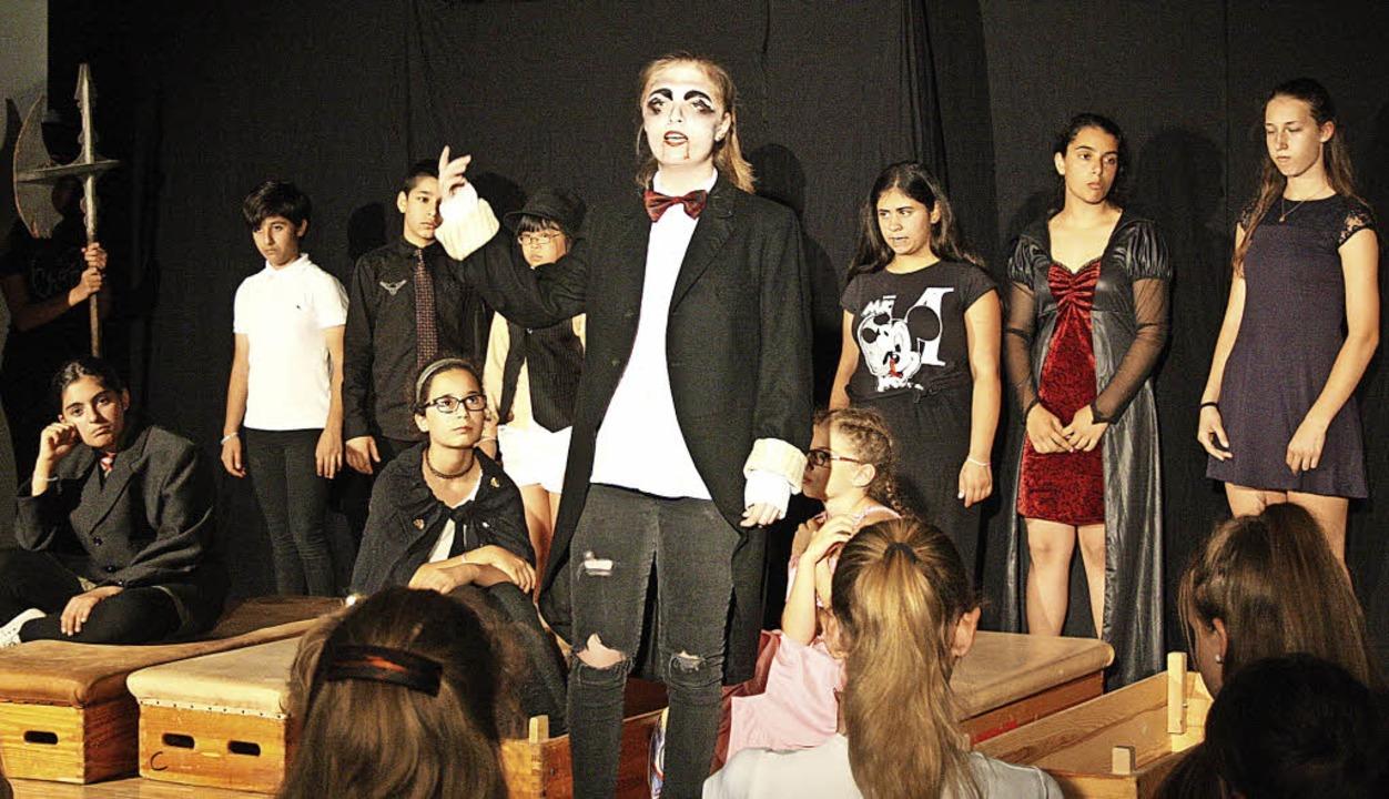 Einfaches Bühnenbild, starke Gesangs- ... und begeisterten damit das Publikum.   | Foto: Elisabeth Weniger