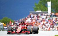 Vettel bleibt dran