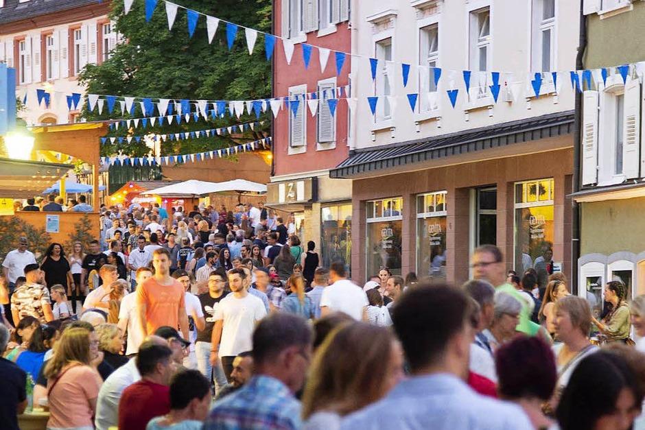 Auf dem Müllheimer Stadtfest wurde geplaudert, getanzt, geschunkelt und geprostet. (Foto: Volker Münch)
