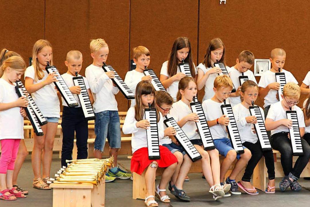 Kleine Tastenklopfer mit Melodicas. | Foto: Eva Korinth