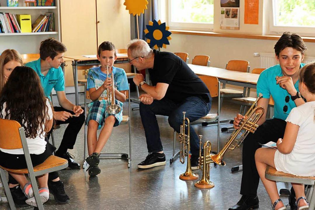 Mit dem richtigen Mundansatz gibt es Töne aus der Trompete. | Foto: Eva Korinth