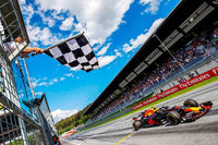 Hamilton-Desaster schenkt Vettel die WM-Führung