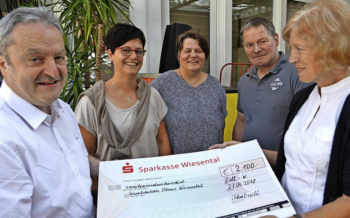 <BZ-FotoAnlauf>Autohaus Schubnell:</BZ...e: Annette Schnee und Daniela Burgath   | Foto: Berger