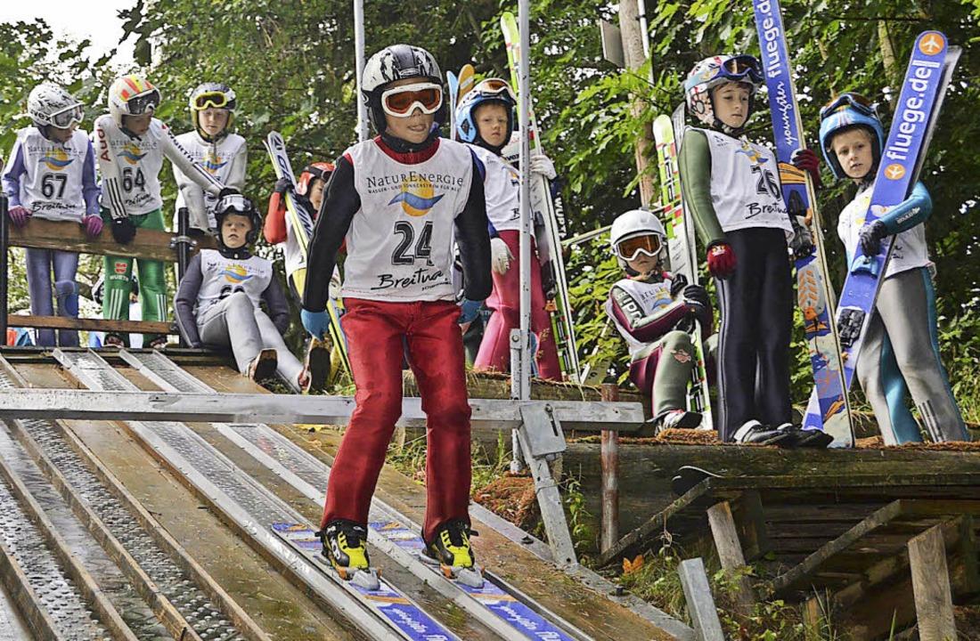 Früh übt sich. Junge Skispringer und K..., um im Winter ganz vorne zu landen.    | Foto: junkel