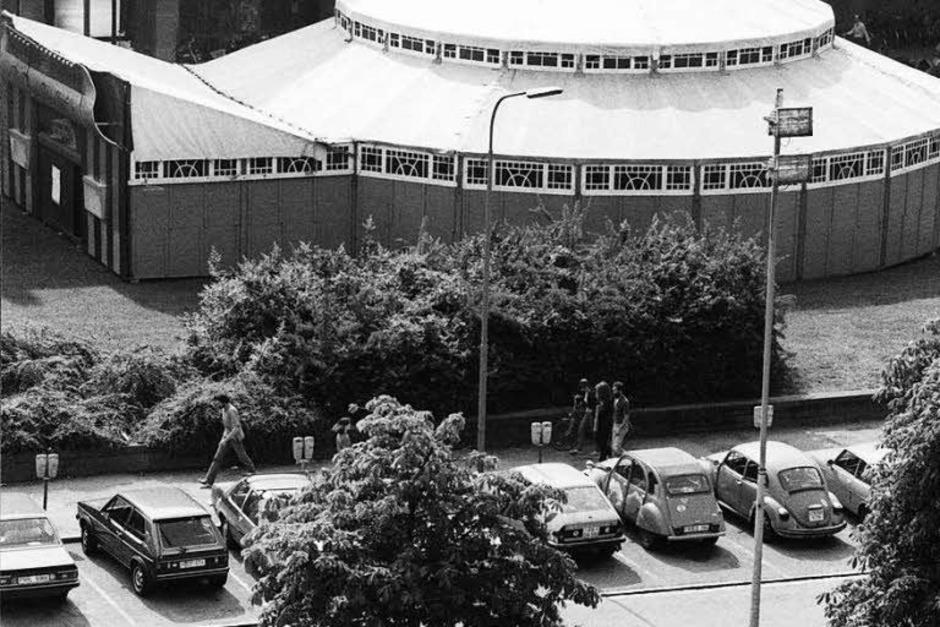 Das erste Zelt des Musikfestivals stand 1983 auf dem Platz der Alten Synagoge. (Foto: Heinz Wurzer)