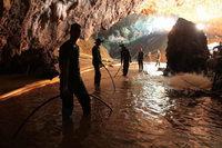 Fotos: Gefährlicher Rettungseinsatz für Jungen in thailändischer Höhle