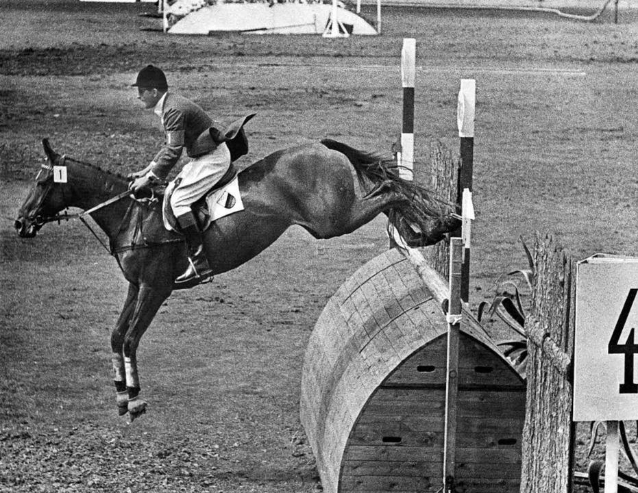 Springreiter Hans Günter Winkler auf s... Ritt sichert er sich den Olympiasieg.  | Foto: dpa