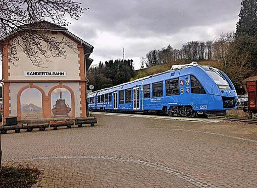 Hybridzüge bis zum Kanderner Bahnhof &...(von links) mehr als nur eine Vision.   | Foto: Frey