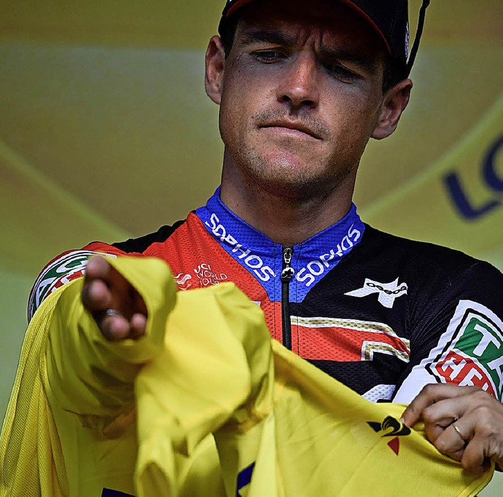 Kleiderprobe: Der Belgier Greg van Ave...h dem Teamzeitfahren das Gelbe Trikot.  | Foto: afp