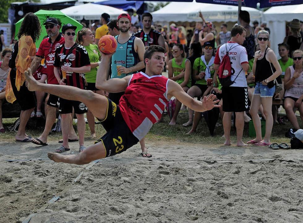 Handball auf Sand beim Turnier des TuS Ottenheim: Ein ganz besonderes Ereignis.   | Foto:  Pressebüro Schaller