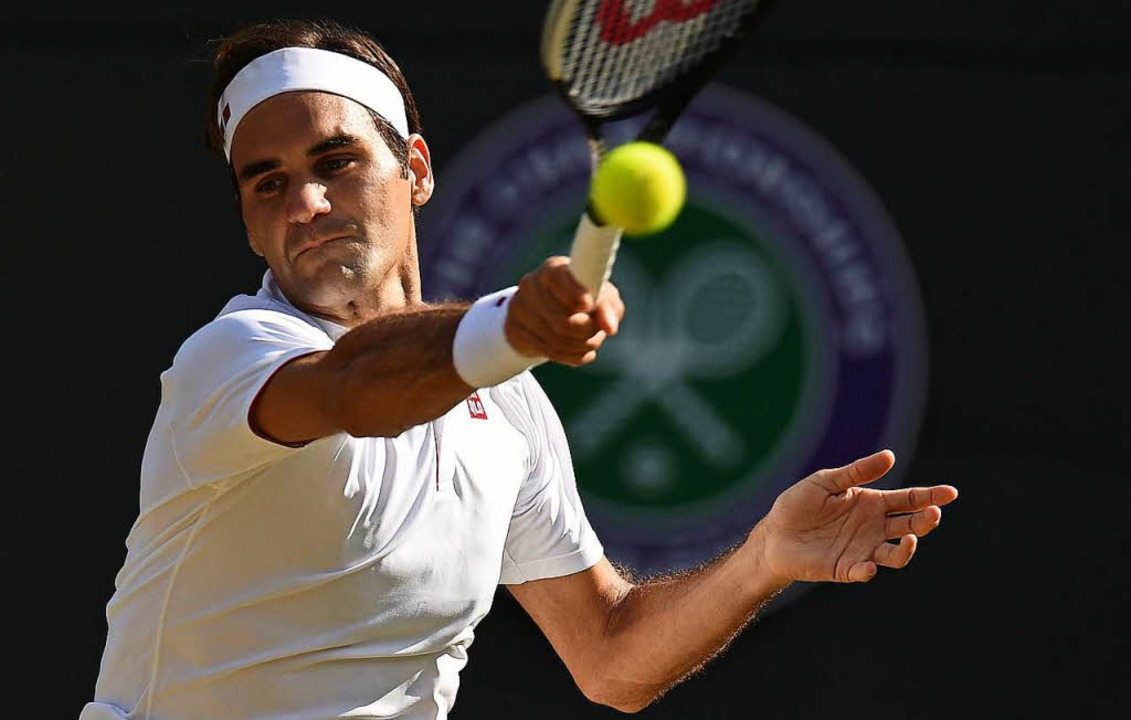 Roger Federer bei einem Vorhandschlag  | Foto: AFP