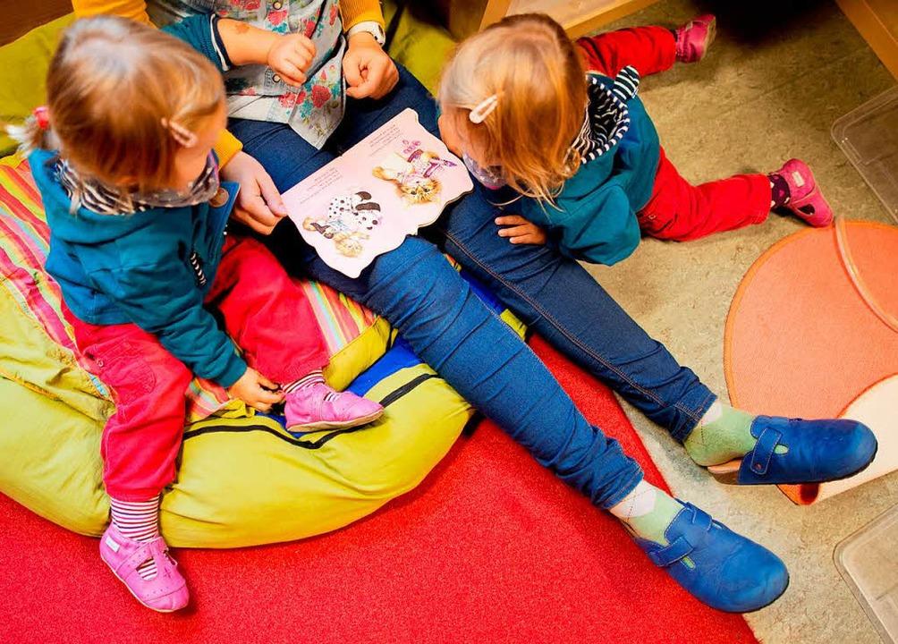 Die Gebühren für die Wehrer Kindergärten sollen moderat angehoben werden.   | Foto: Symbolbild: JULIAN STRATE (dpa)
